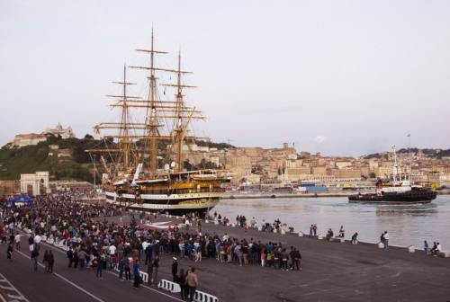 Record di visitatori per l'Amerigo Vespucci: 17 mila persone in quattro giorni