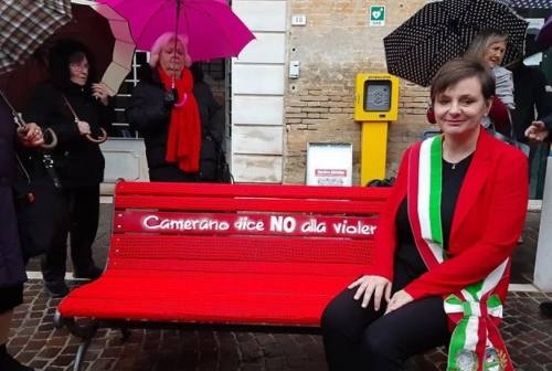 A Camerano la panchina rossa contro la violenza sulle donne