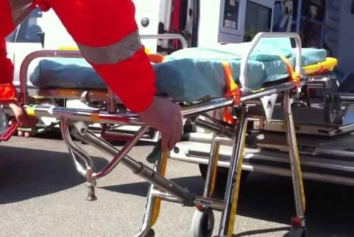 Cade dal quinto piano dell'abitazione: grave un pensionato di Civitanova Marche