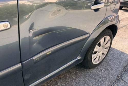 Fabriano: rientrano dalle ferie estive e trovano l'auto ammaccata