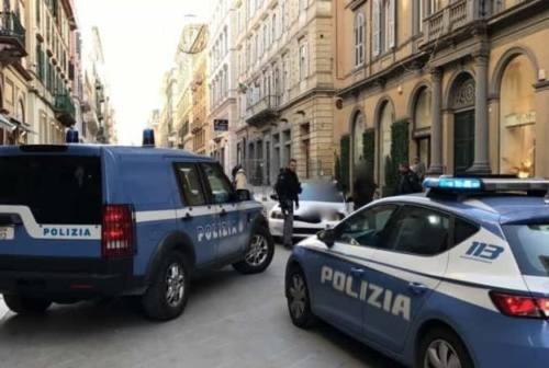 Ubriaco fradicio semina il panico in Corso Mazzini, arrestato dalla polizia