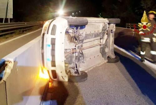 Castelbellino, scontro tra vetture. Due persone al pronto soccorso (FOTO)