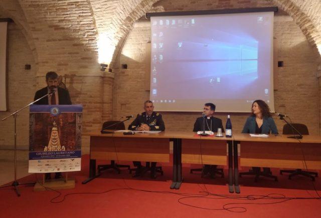 Da sinistra: Vito Punzi, Luca Massimi (Aeronautica militare), l'arcivescovo Fabio Dal Cin e Silvia Ceccarelli (direttore Aeroportuale Regioni Centro e rappresentante Enac)