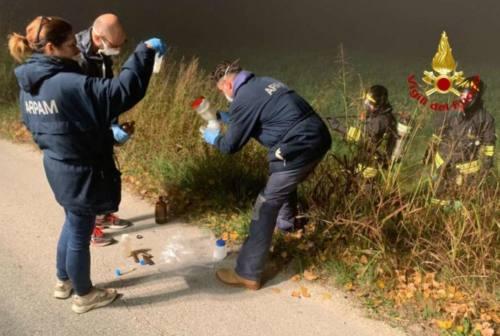 Falconara, odori nauseanti in via Saline: prelievi e controlli di Vigili del Fuoco e Arpam