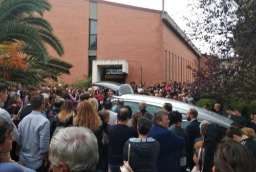 Osimo, chiesa gremita per i funerali di Elia Corrina