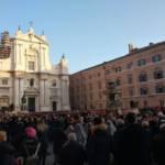 La piazza gremita di pellegrini