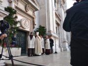 Il solenne momento dell'apertura della Porta Santa