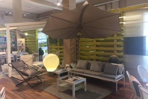 Outdoor living: dal total white ai colori, dai tavoli alti a quelli per l'aperitivo
