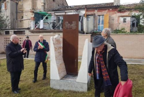 """Castelferretti: inaugurata la nuova piazza """"Martiri delle foibe"""""""