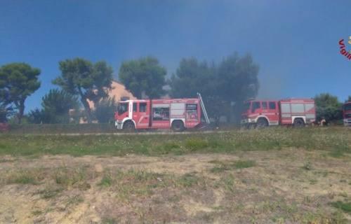 Incendio a Scapezzano, danni ingenti a casa e magazzino