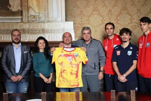 """Nef Volley, ecco la nuova maglia. Omaggio alla Osimo dei """"senza testa"""""""