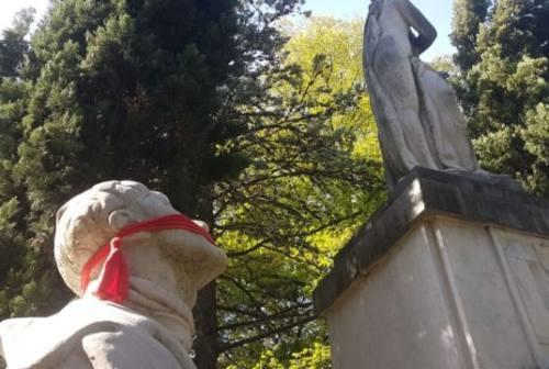 CasaPound imbavaglia monumenti a Fabriano, Ancona, Osimo, Senigallia e Macerata