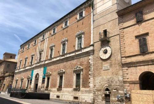 """Sociale, Osimo istituisce una """"strada per i poveri"""""""