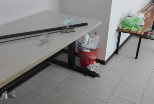 Palestra di Passatempo, alunno trova preservativo in bagno. Liste Civiche: «Condizioni intollerabili»