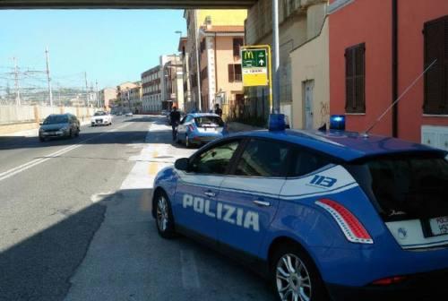 Ladri in azione tra le vetture in sosta dei bagnanti, due arresti a Palombina
