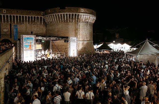 Crowd Audience ai giardini della Rocca di Senigallia per il Summer Jamboree 2019. Foto di Matteo Crescentini
