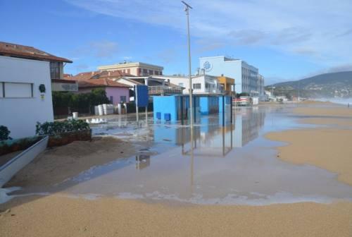 Le mareggiate flagellano le Marche: danni anche a Numana, sottopassi impraticabili a Falconara