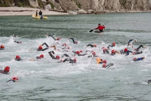 Conero Wild Triathlon, a Portonovo trionfa Simone Lunghi