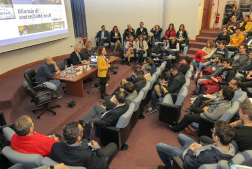 Viva Servizi presenta il bilancio di sostenibilità e parla ai ragazzi. Clementi: «Abbiamo a cuore il vostro futuro»