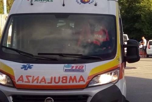 Tamponamento e frontale sulla Provinciale del Conero, 4 feriti