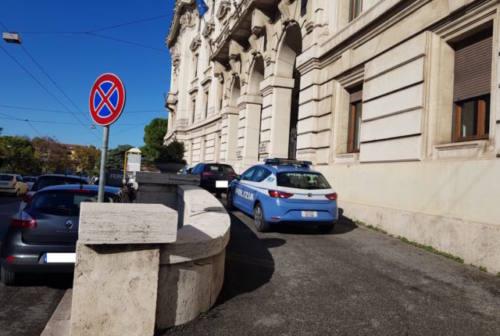 Ancona, blitz della polizia in Comune. Arrestato un dipendente. Nei guai anche 4 imprenditori