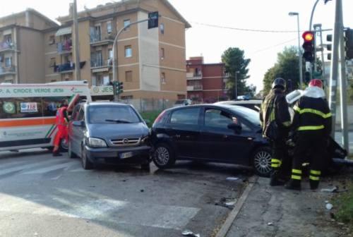 Jesi: pali danneggiati da incidenti stradali, anticipa il Comune