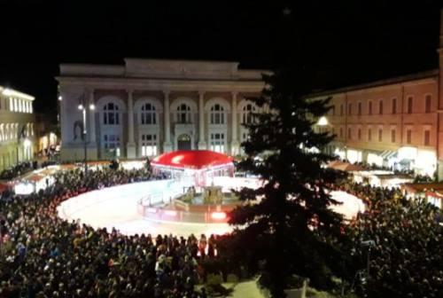 Pesaro, annullati i mercatini natalizi in piazza del Popolo