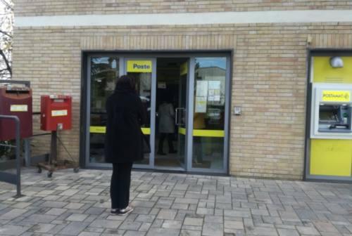 Rapina choc all'ufficio postale di Piediripa: clienti chiusi in bagno e minacciati con la pistola
