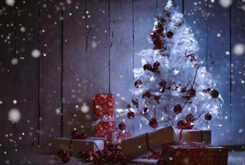 Bianco Natale: i colori e le mode 2019 per addobbare l'albero