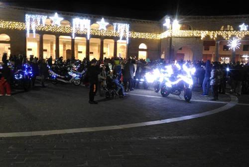 Babbi Natale arrivano in moto a Senigallia. Ma anche in scooter, Vespa, Ape… (FOTO)