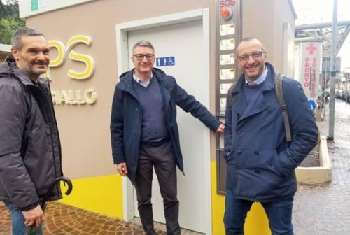 Pesaro, quando il bagno pubblico diventa area ricarica e-bike e punto servizi
