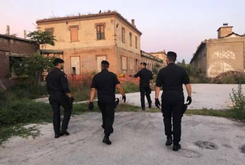 Falconara, blitz dei carabinieri all'ex Montedison e agli stabilimenti ferroviari di Villanova