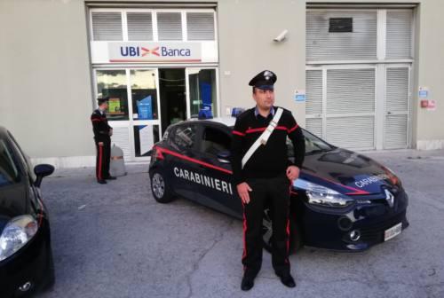 Colpo al bancomat, ladri in fuga tamponano i carabinieri