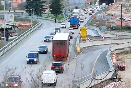 Quadrilatero, Indecente 76 centra l'obiettivo: traffico in tilt per la protesta