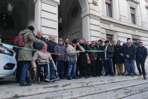 Donato all'associazione La Carovana un pulmino per il trasporto dei disabili