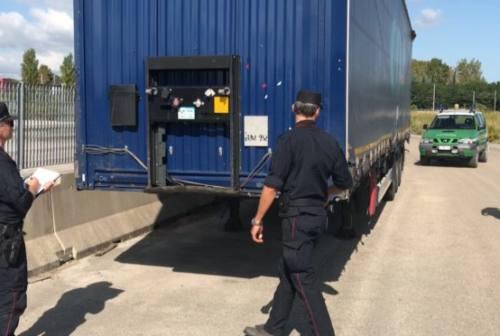 Vallesina, sequestrato tir con rifiuti metallici destinati ad un impianto di Jesi