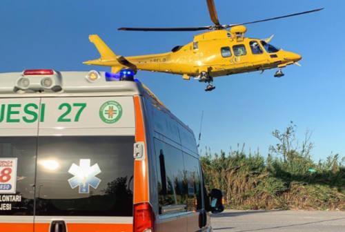 Jesi, scontro frontale in via Gallodoro: due feriti gravi