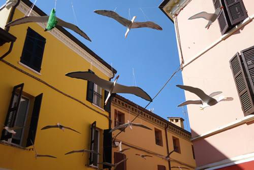 I gabbiani dei detenuti esposti a Ravenna: progetto a firma di una giovane artista di Senigallia
