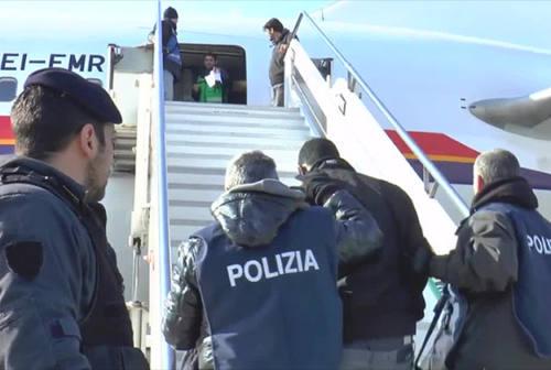 Contatti con jihadisti e materiali compromettenti, tunisino espulso dall'Italia