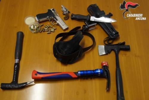 Aggredisce la madre per soldi e si barrica in casa, arrestato 46enne di Montemarciano
