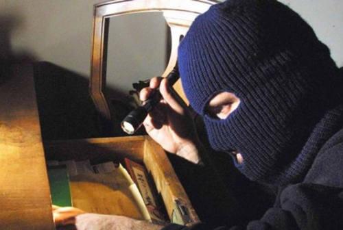 Pesaro, dal ladro di spicci al professionista, quattro colpi: uno da 25 mila euro