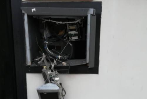 Assalto al bancomat a Barbara: boato nella notte, ladri in fuga col bottino