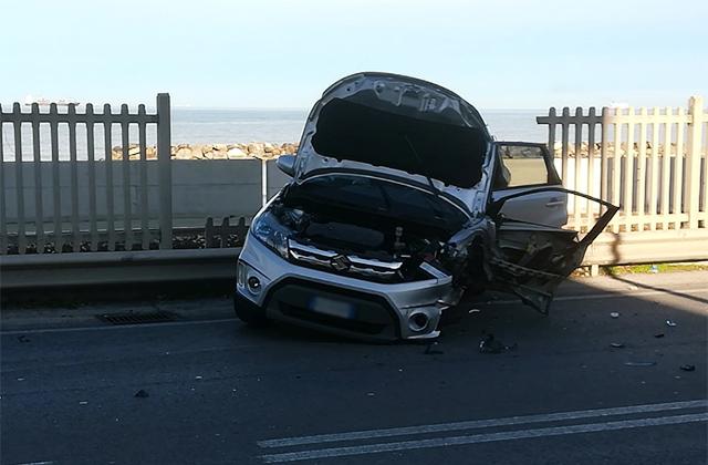 L'auto dopo l'incidente ad Ancona