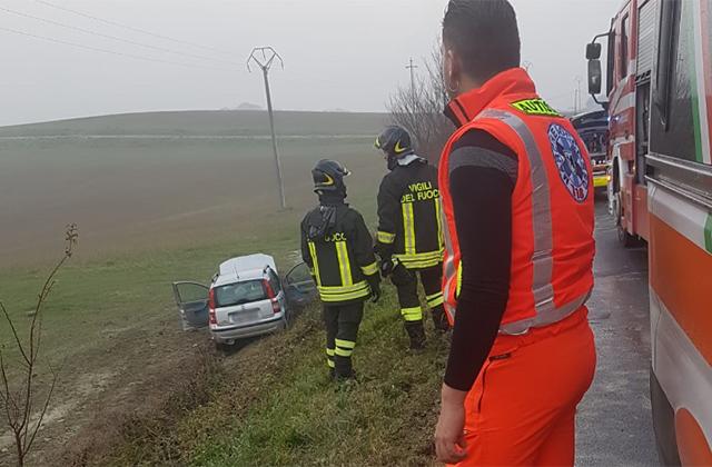 L'incidente a Castelplanio: Croce verde e vigili del fuoco sul posto