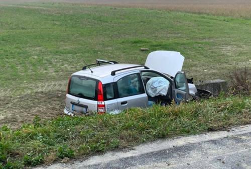 Fuori strada con l'auto a Castelplanio, grave la conducente