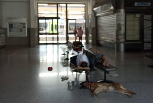 Jesi: senzatetto in stazione, l'intervento dei servizi sociali