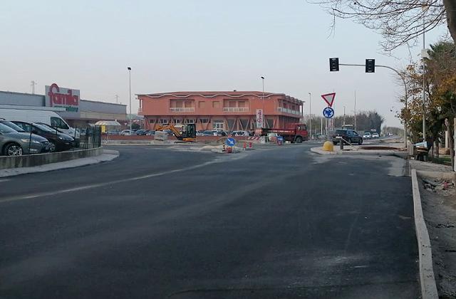 I lavori alla rotatoria sulla statale 16 Adriatica, all'ingresso nord di Marina di Montemarciano