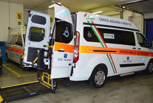 Regalo dei volontari alla Croce Azzurra di Fabriano: un nuovo pulmino