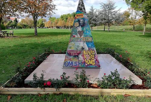 Completati i lavori sull'opera a John Lennon al parco della Pace di Senigallia