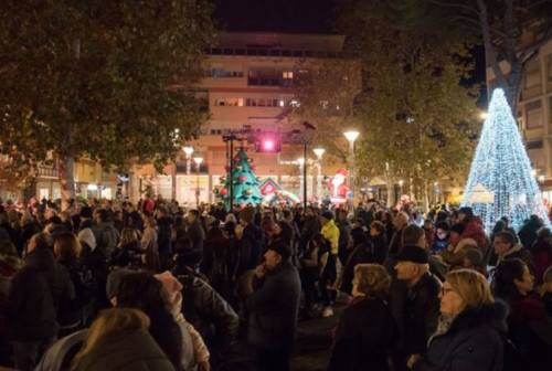 Natale a Falconara: karaoke, mercatino e Shopping by night